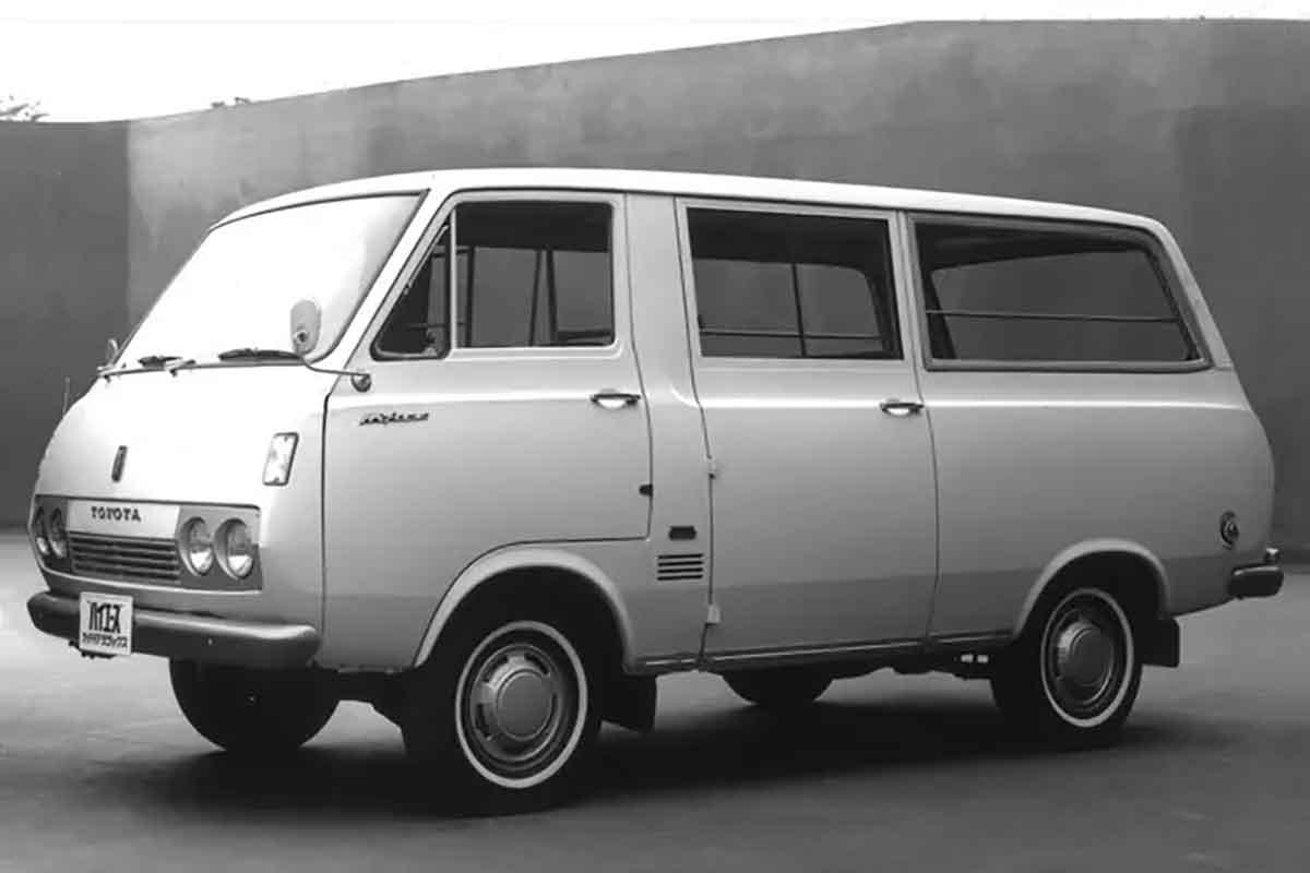 初代ハイエース 10系(1967年〜1977年)